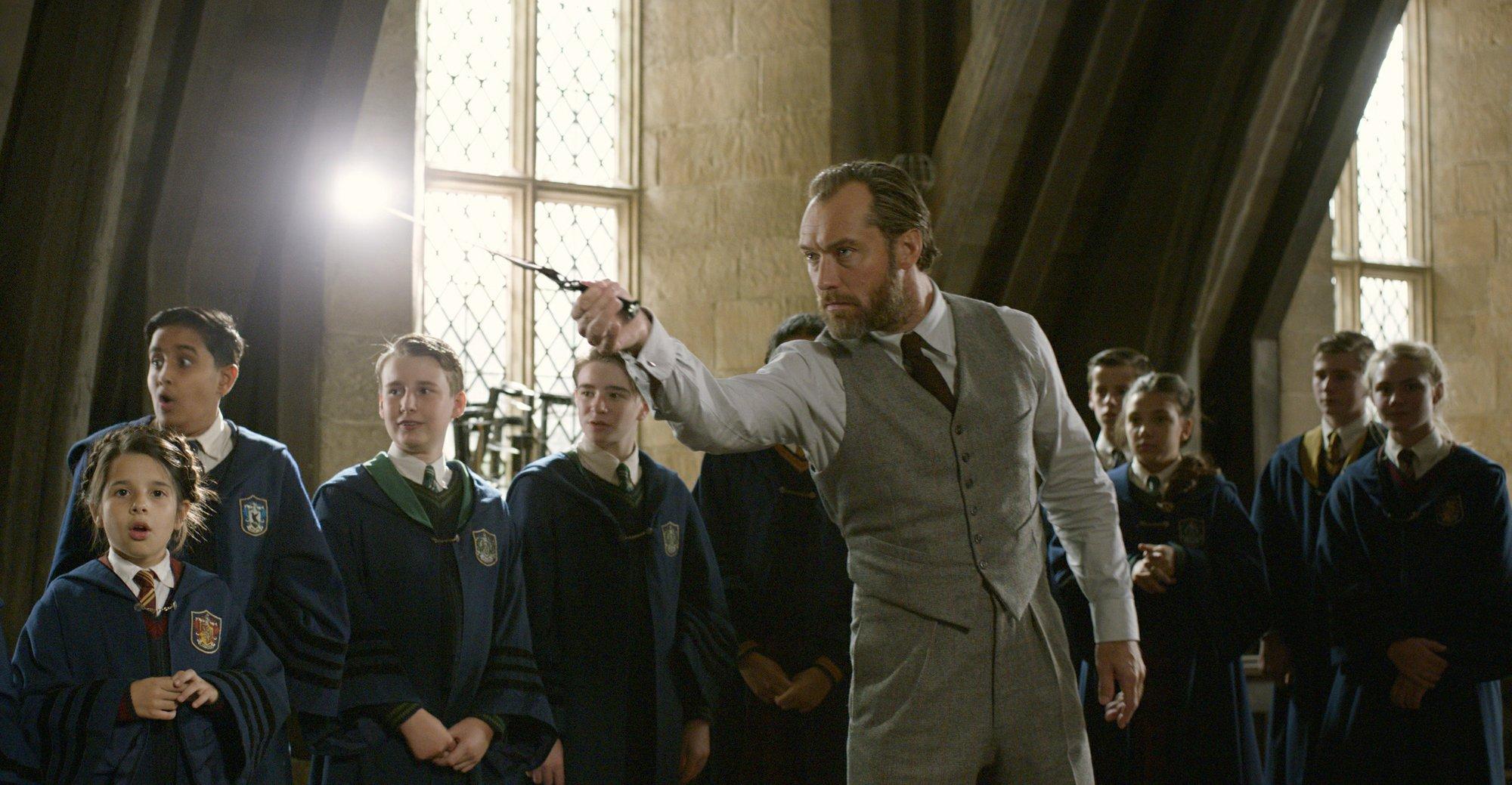 'Fantastic Beasts' flies to top of weekend box office