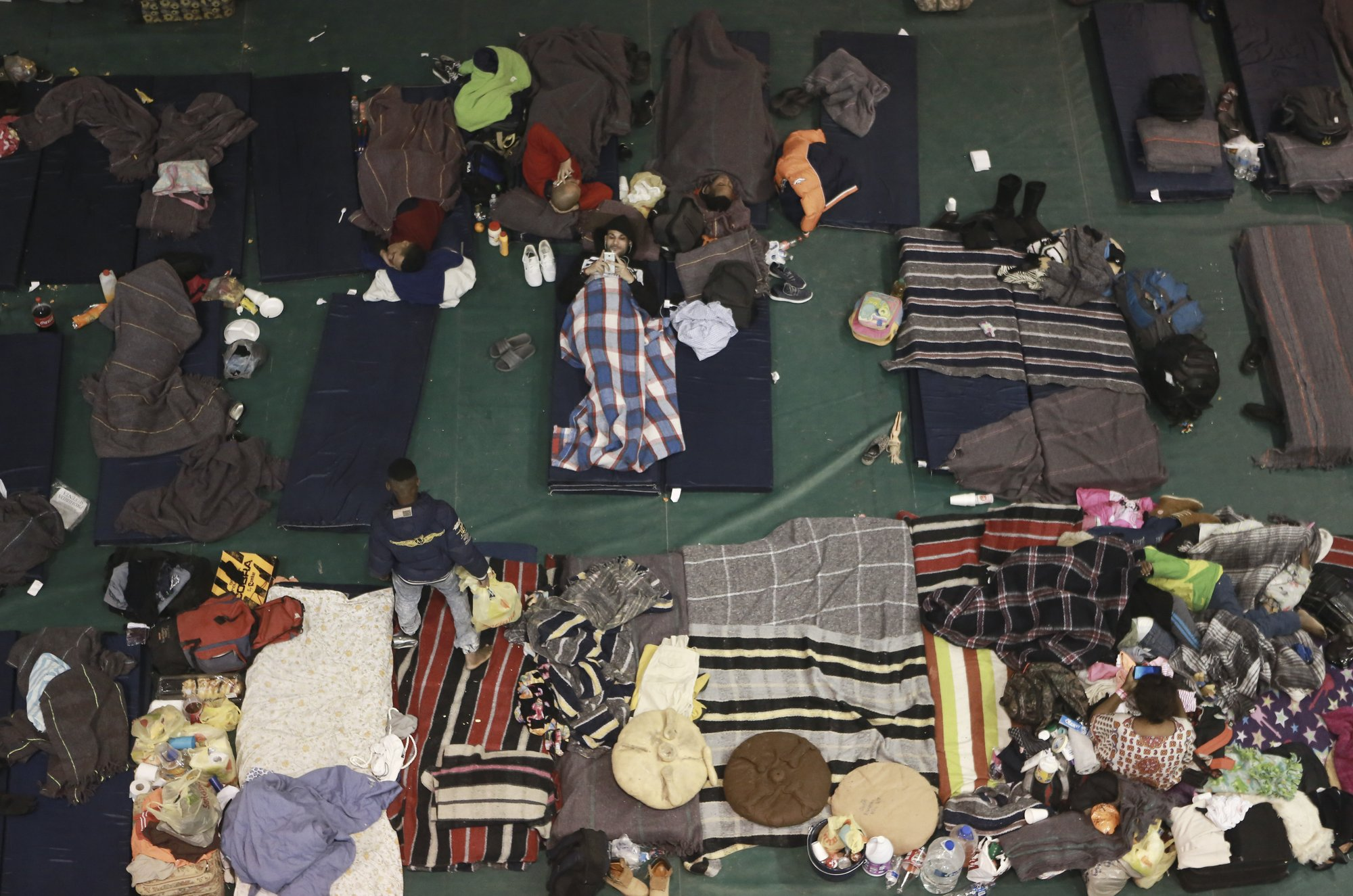 Mexico closes temporary migrant shelter near US border