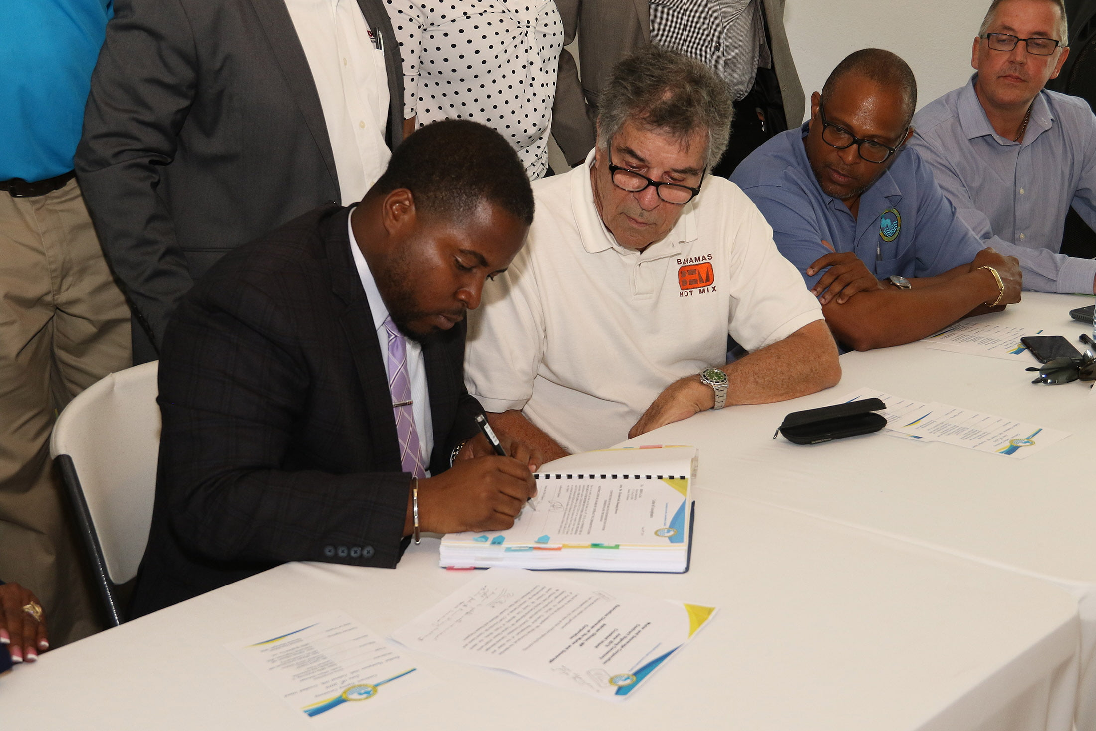 Govt. signs contract to give Crooked Islanders potable water