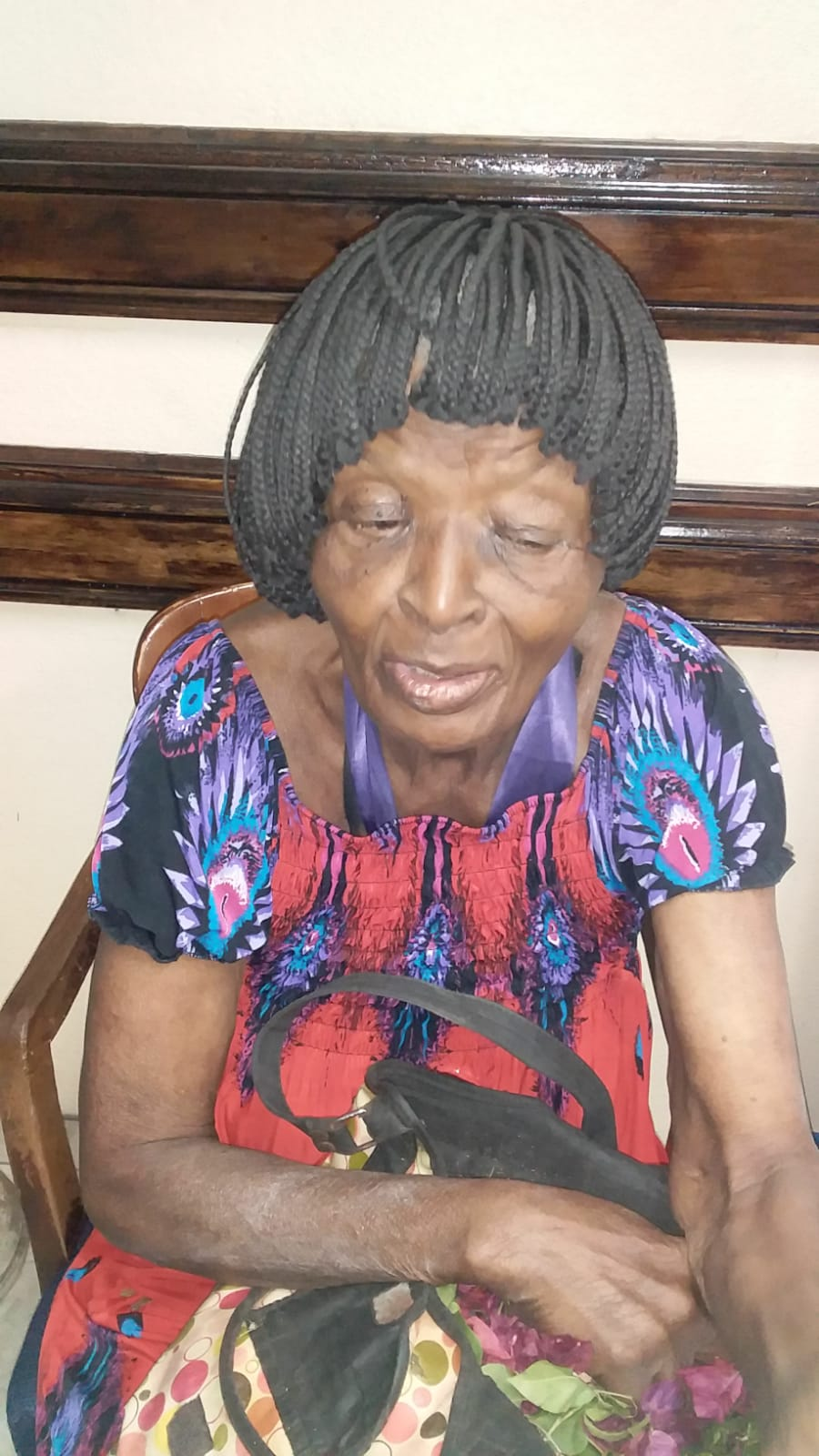 Police seek relatives of elderly woman found with no memory