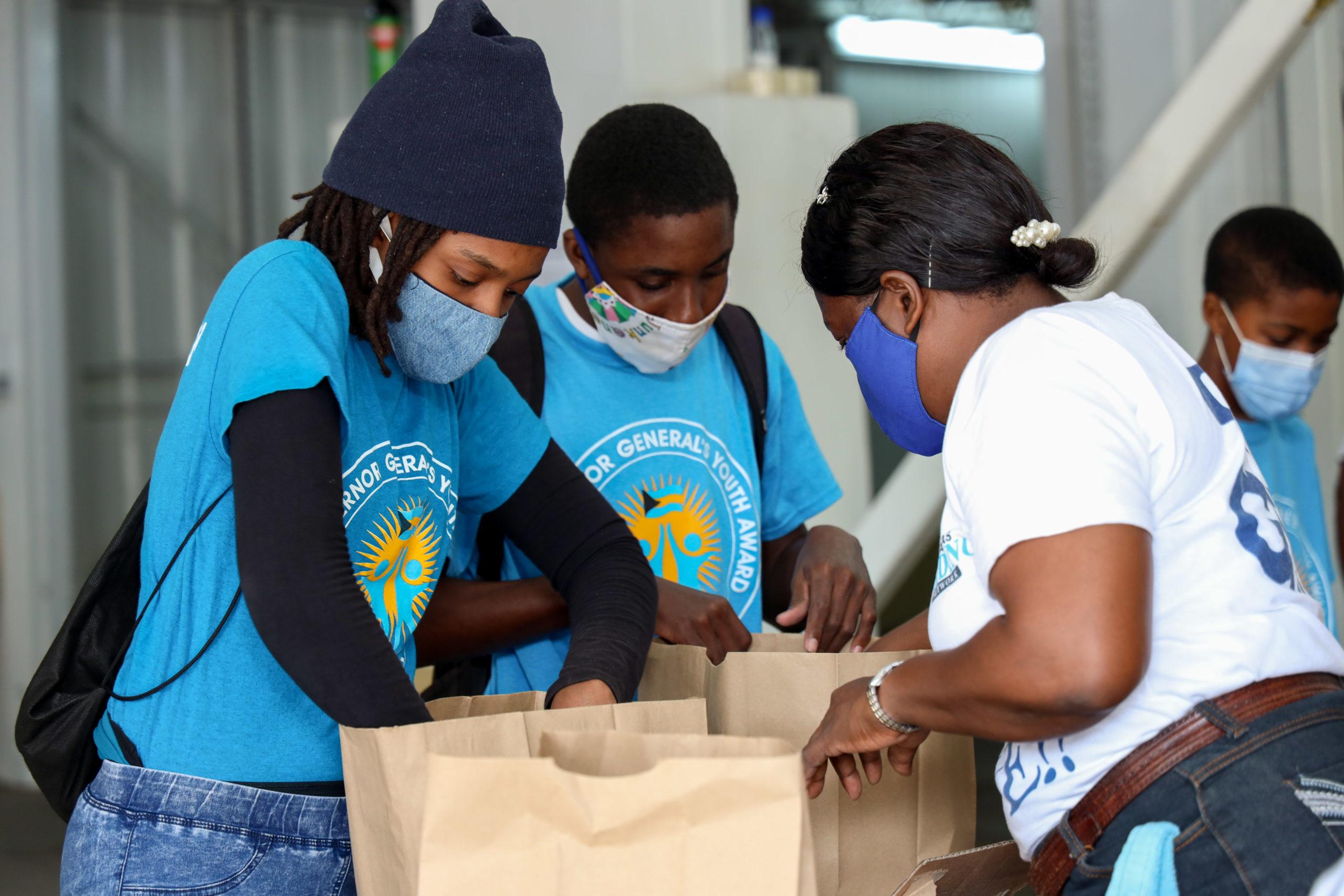 Governor general presents first Frank Crothers Awards for Volunteerism at BFN