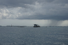 Tahiti - can see the rain 雨が見える