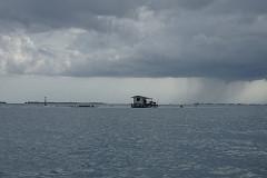 Tahiti – can see the rain 雨が見える