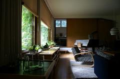 The Aalto House - living アアルト自邸 リビングの家具や窓際のサボテン