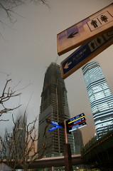 Shanghai Underconstruction 上海は工事中、東京は夜の7時