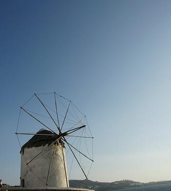 The Windmills (Kato Milli) ミコノス島 – カト・ミリの風車と波打ち際