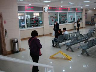 go to the hospital6! 中国で病院に行ったよ 6 一般病棟: 耳鼻科 日本の常識からはだいぶ外れている診察室
