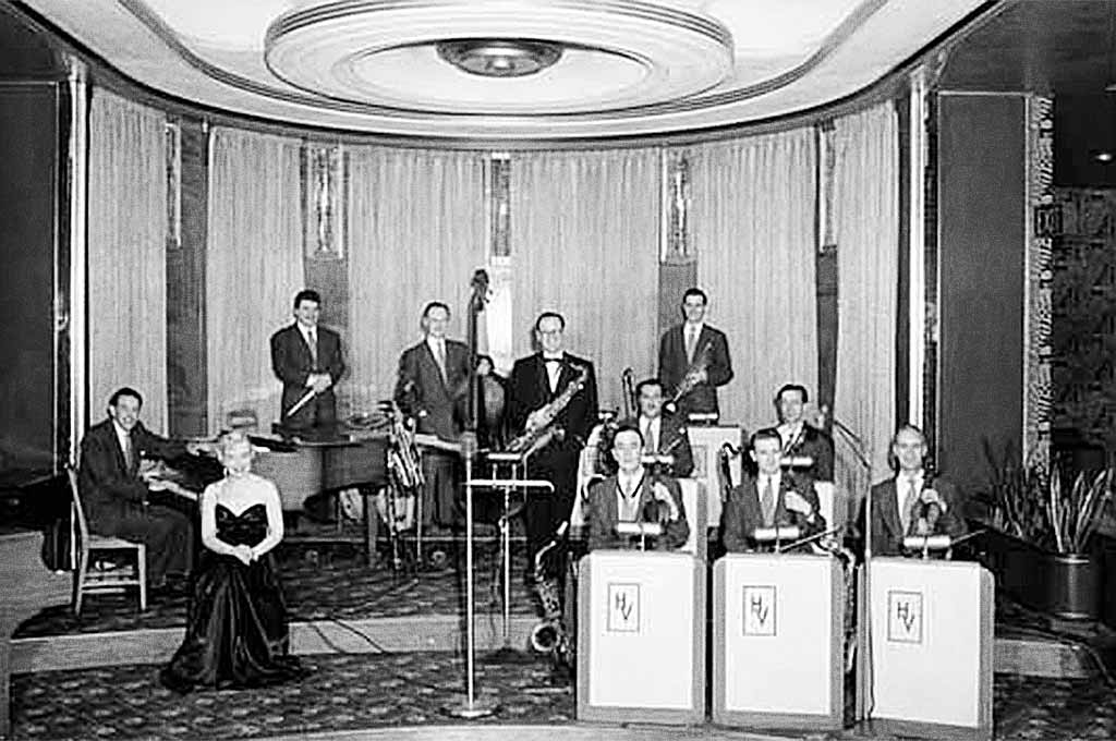 Dal RIchards and his band