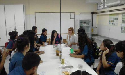 Visita de escuelas secundarias a la Facultad de Exactas