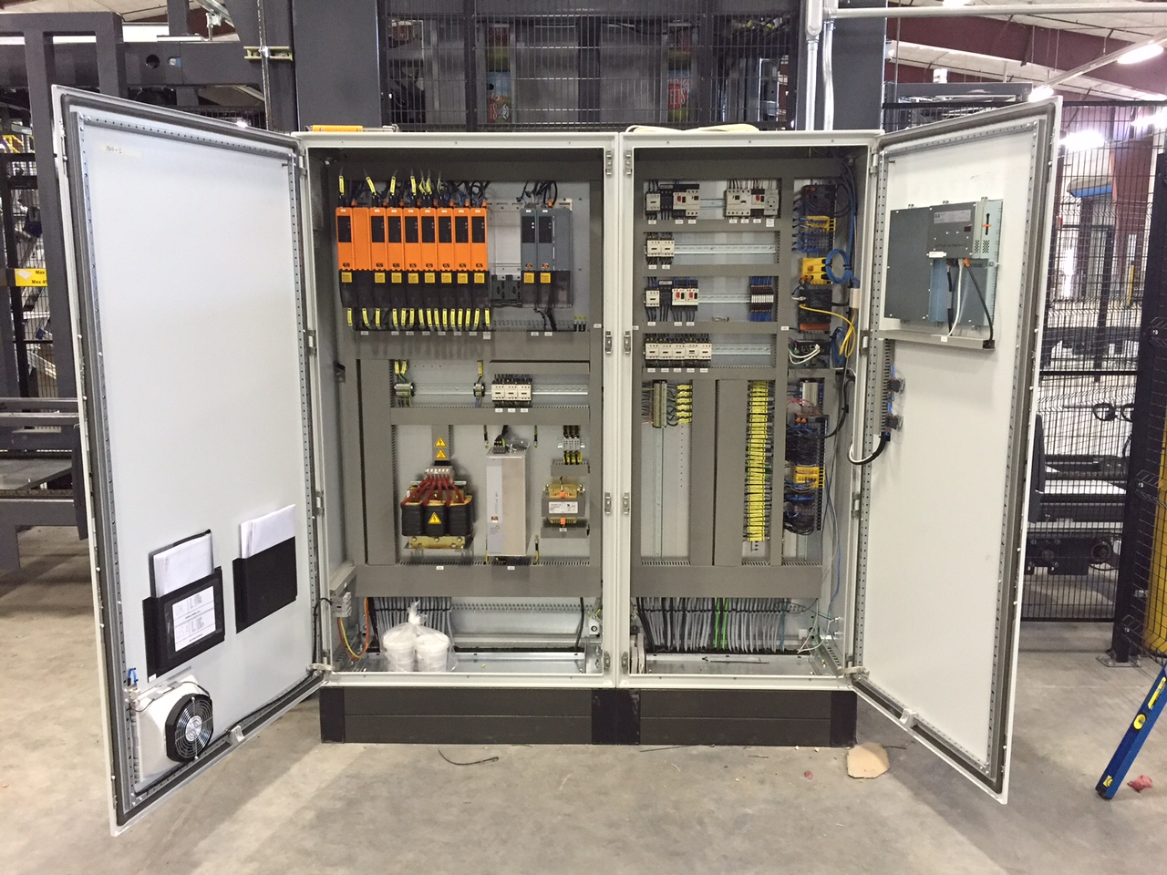 Walk In Cooler Wiring Cabinet Cooler Systems Prevent Heat From Causing Control