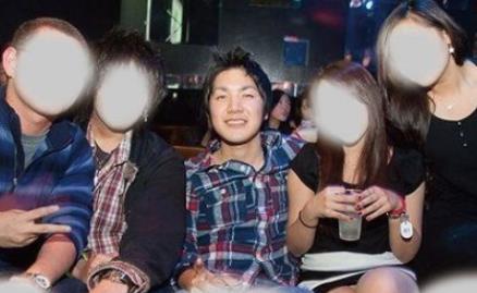 小室圭 女性器を表す卑猥ポーズ写真【週刊文春】