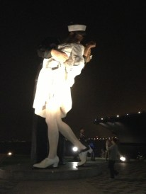 """Unconditional Surrender; the """"kissing statue"""""""