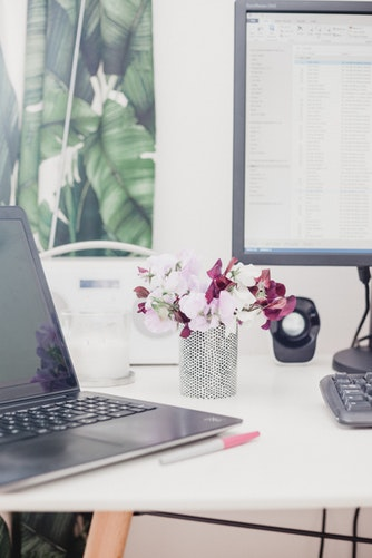 Tidy-desk-courtesy-Georgia-de-Lotz-Unsplash