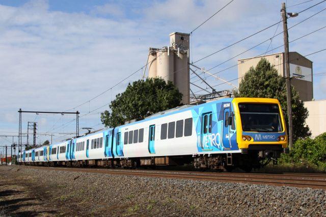 metro-liveried-xtrapolis-train-863m