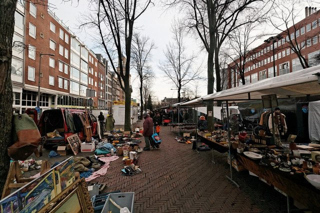 1024px-Amsterdam_-_Waterlooplein_-_View_ESE