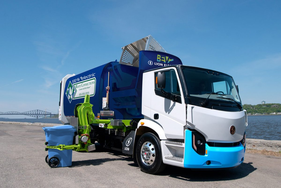 LION8 ZERO EMISSION REFUSE TRUCK (CNW Group/The Lion Electric Co.)