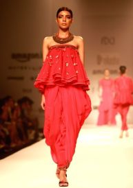 a-model-walks-the-ramp-displaying-an-outfit-by-397711