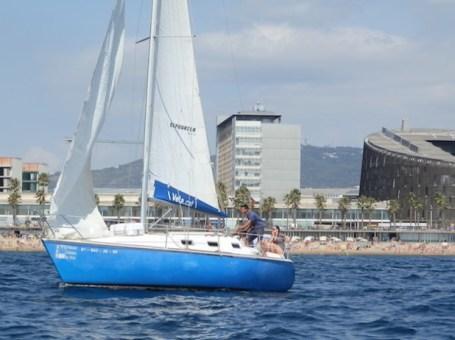 Paseo en velero por la costa de Barcelona
