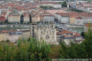 Vue su le vieux Lyon depuis la place de la Basilique de Fourvière