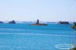 Vue sur l'île Noire, le château du Taureau, l'île Louët depuis la Pointe de Barnénez