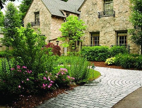 A Simple But Attractive Center Piece For This Front Yard Design I