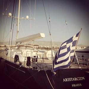 La misère est moins pénible au soleil. A sailboat at the marina in Flisvos