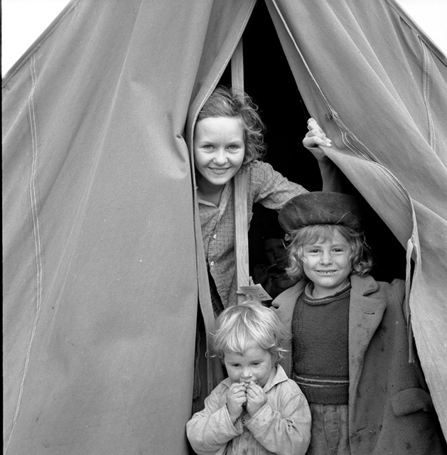 Lighthearted kids in Merrill FSA (Farm Security Administration) camp, Klamath County, Oregon