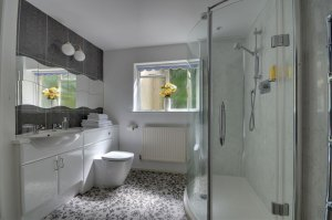 Gamekeeper's Cottage - Bathroom