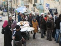 09. pilgrims in Bethlehem near the market