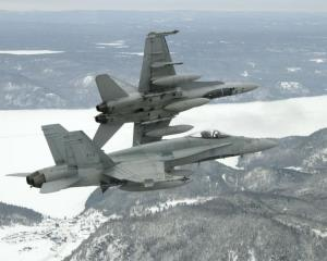 Bagotville-CF-18s-BN2006-0060-05a