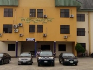 UniPort lecturers packing space