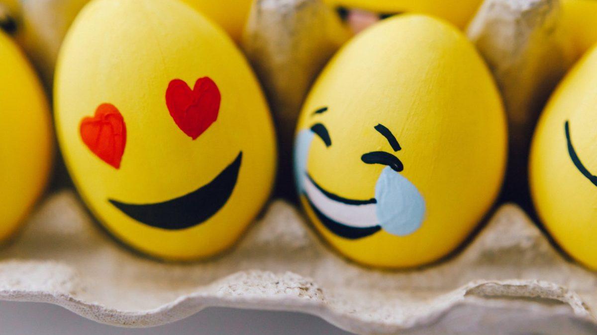 diy yellow easter eggs