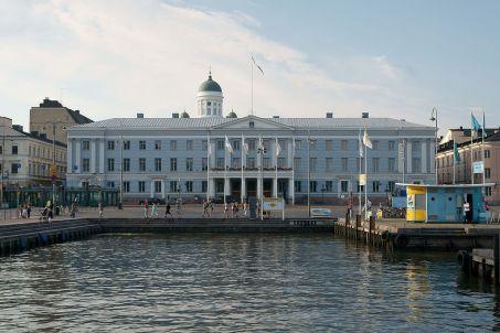 helsinki-city-guide-helsingin-city-hall-pohjoisesplanadi-helsinki-finland
