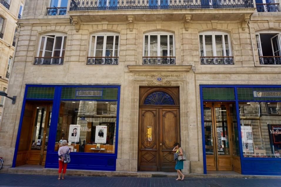 Typische Schaufenster & Häuserfassade
