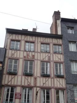 typische Häuserfron in Honfleur