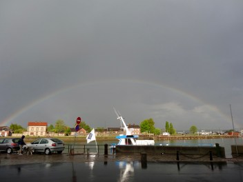 Regenbogen über Honfleur