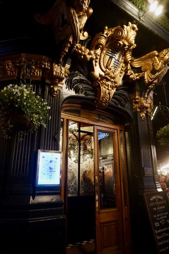 Pub-Eingangstür in Soho