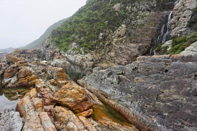 Große Felsen im Garden Route National Park