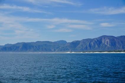 Berge vom Wasser aus