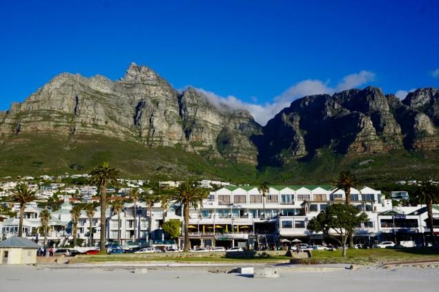 Häuser und Berge