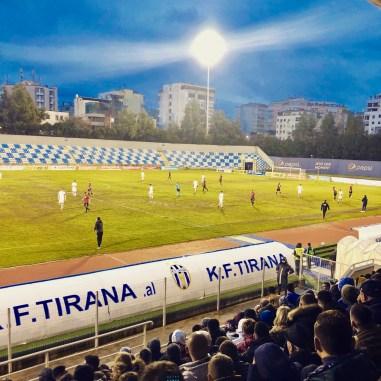 Fußballstadion in Tirana