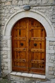 Gut erhaltene Holz-Haustür