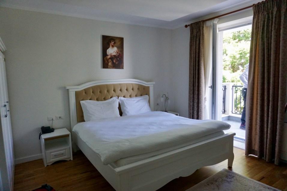 Gut ausgestattetes Hotelzimmer