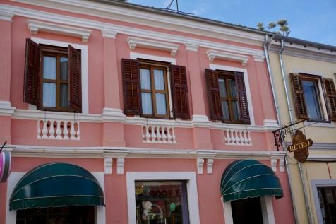 Shkodra hat gut erhaltene, alte Gebäude