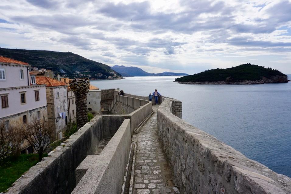 Festungsmauer mit Fußweg