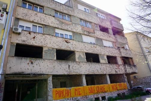 Einschusslöcher vom Bosnienkrieg