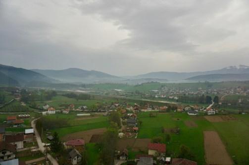 Blick über Felder und Häuser