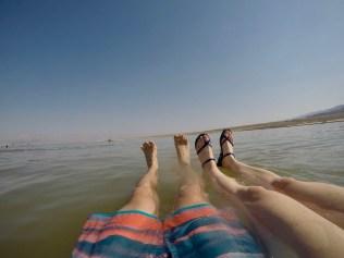Schwimmen kann man im toten Meer kaum