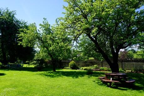 Weitläufiger Garten in Sigulda
