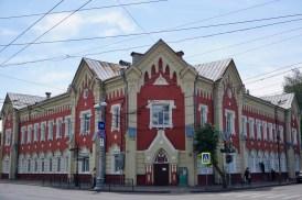Rot-weißes Gebäude in Russland